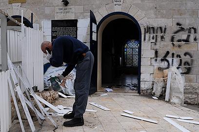 המשטרה שלחה צוות זיהוי פלילי למקום  (צילום: אביהו שפירא) (צילום: אביהו שפירא)