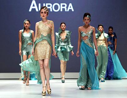 200 מיליון מוסלמים ויש מקום גם לזה. שבוע האופנה בג'קרטה (צילום: EPA) (צילום: EPA)