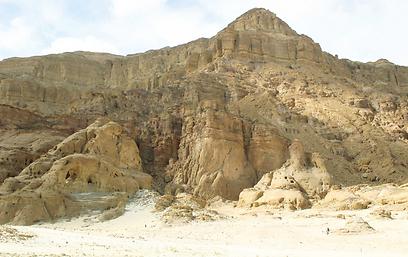 בנוי אבני חול בשלל גוונים. הר אמיר (צילום: אודי רן) (צילום: אודי רן)