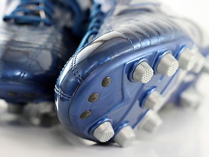 יוצרות אחיזה טובה יותר - נעלי פקקים (צילום: shuutestock) (צילום: shuutestock)