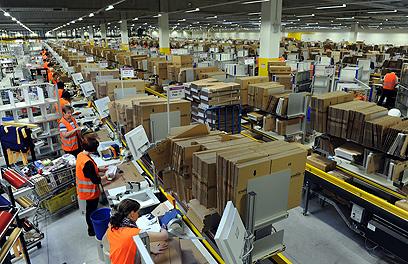 מרכז של אמזון בבאד הרספלד בגרמניה (צילום: AFP)