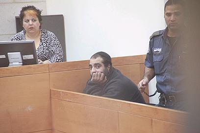החשוד השני עזרא דבורה בדיון (צילום: מוטי קמחי) (צילום: מוטי קמחי)