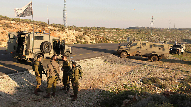 IDF forces deployed in the area near Qusra following the shooting (Photo: Ido Erez)