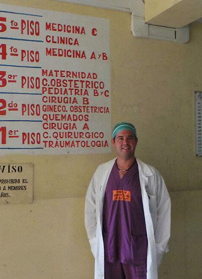 """ד""""ר אלחנדרו מדינה. """"זו הסיבה שהלכתי ללמוד רפואה"""" (צילום: דורון קופרשטין) (צילום: דורון קופרשטין)"""