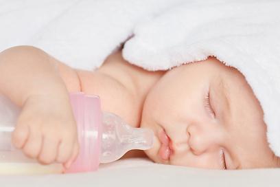 האם התינוק נמצא כבר בסכנה? (צילום: shutterstock) (צילום: shutterstock)