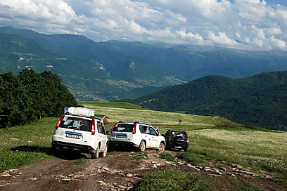 נוהגות בזהירות ונהנות מהנוף (צילום: דורית ברקוביץ) (צילום: דורית ברקוביץ)