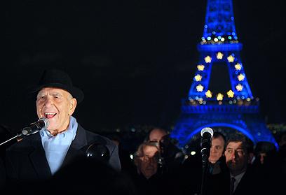 במגדל אייפל בפריז (צילום: AFP) (צילום: AFP)