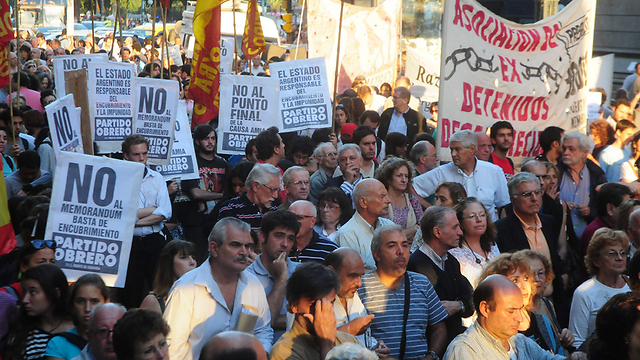 A protest in Buenos Aires against the 2013 agreement with Iran to jointly probe the AMIA attack (Photo: EPA)