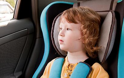הילד רוצה לצאת מהבוסטר? תלוי מה הגובה שלו (צילום: shutterstock) (צילום: shutterstock)