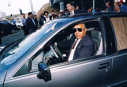הסיע את ראש הממשלה במשך כרבע מאה ()