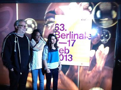 אודי אלוני עם מרים אבו-חאלד ובטול טאלב בפסטיבל ברלין (צילום: עדי גולן ביכנפו) (צילום: עדי גולן ביכנפו)