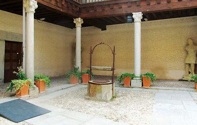הפאטיו בביתו של אברהם סניור (צילום: שלמה צדקיהו) (צילום: שלמה צדקיהו)