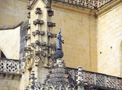 הגותיקה בקתדרלה עמוסה פרטים קטנים וגותיקה (צילום: שלמה צדקיהו) (צילום: שלמה צדקיהו)