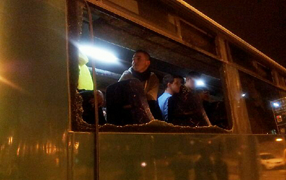 האוטובוס של מכבי נתניה לאחר התקרית האלימה (צילום: דוד בן שימול) (צילום: דוד בן שימול)