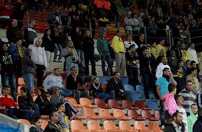 ואלו האוהדים שנשארו באצטדיון עד לשריקת הסיום (צילום: חיים צח) (צילום: חיים צח)