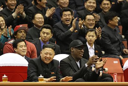 """""""קים הוא ילד נהדר"""", אמר דניס רודמן על שליט צפון קוריאה (צילום: AP)"""