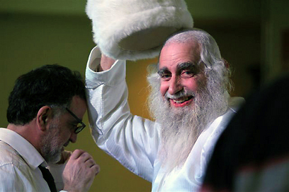 """נחשב ל""""אדמו""""ר"""" של כמה מגדולי האמנים. עם אהוד בנאי (צילום: מוטי קמחי)"""