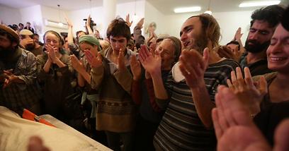 """התבקשו למחוא כפיים כדי """"לחבר את הקצוות"""" (צילום: אוהד צויגנברג) (צילום: אוהד צויגנברג)"""