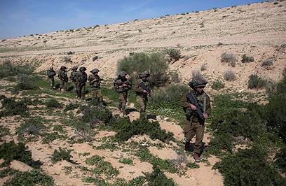 """חיילי צה""""ל במהלך תרגיל. ומה קורה בשדה הקרב? (צילום: AP) (צילום: AP)"""