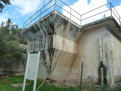 המכון הישן לטיהור השפכים של חיפה (צילום: יאיר זיידנר, אתר מפה)