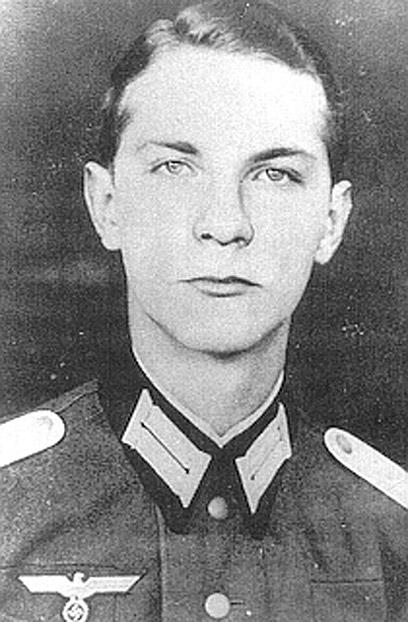 פון קלייסט בצבא. אבא נתן את אישורו לפיגוע ההתאבדות ()