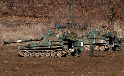 """התרגילים עם ארה""""ב מכעיסים את הצפון קוריאנים. כלי ארטילריה של הדרום (צילום: EPA) (צילום: EPA)"""