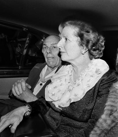 תאצ'ר מתפנה מכנס המפלגה, לאחר פיגוע שביצעה המחתרת האירית בניסיון להתנקש בה ב-1984 (צילום: Gettyimages) (צילום: Gettyimages)