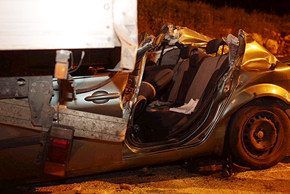 זירת התאונה, הערב (צילום: אוהד צויגנברג) (צילום: אוהד צויגנברג)