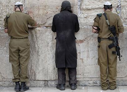 התורה כבר מזמן בידיים שלנו, בעוד החרדים משמרים בכל הכוח את התורה החלקית שלהם (צילום: AFP) (צילום: AFP)