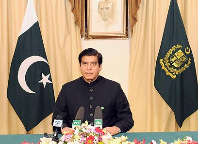למרות השמועות, הקואליציה לא התפרקה. ראש הממשלה אשרף (צילום: AFP) (צילום: AFP)