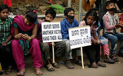 מכת מדינה. הפגנה נגד התעללות בילדים ונגד אלימות נגד נשים (צילום: AP) (צילום: AP)