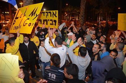 """אוהדי בית""""ר מפגינים נגד גאידמק (צילום: יאיר שגיא) (צילום: יאיר שגיא)"""