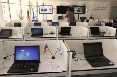 """מרכז התקשורת לקראת ביקור נשיא ארה""""ב (צילום: עידו ארז)"""