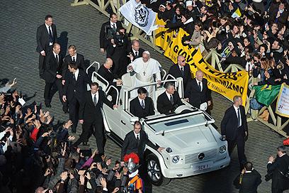 מנווט את חיי הדת של 1.2 מיליארד קתולים ברחבי העולם. האפיפיור פרנסיסקוס (צילום: AFP)