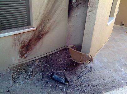 יומו השני של הביקור החל בפגיעת רקטה בבית בשדרות. איש לא נפגע (צילום: זאב טרכטמן) (צילום: זאב טרכטמן)