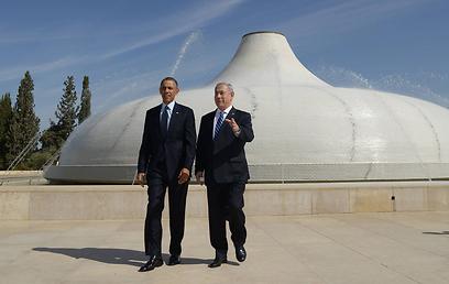 """אובמה פתח את יומו השני בביקור בהיכל הספר במוזיאון ישראל (צילום: עמוס בן גרשום, לע""""מ) (צילום: עמוס בן גרשום, לע"""