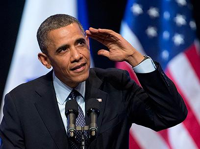 אובמה מגיב לקריאת ביניים מהקהל בבנייני האומה  (צילום: AP) (צילום: AP)
