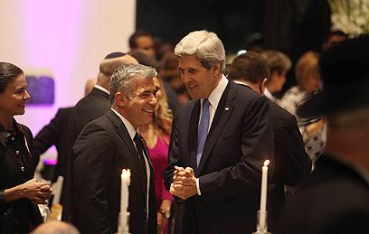 מזכיר המדינה קרי ושר האוצר לפיד (צילום: גיל יוחנן) (צילום: גיל יוחנן)