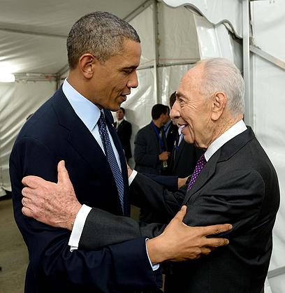 """חיבוק נשיאותי (צילום:  אבי אוחיון, לע""""מ) (צילום:  אבי אוחיון, לע"""