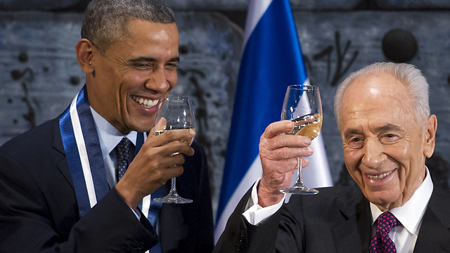 President Barack Obama and Shimon Peres (Photo: AFP) (Photo: AFP)