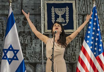 """ריטה שרה """"ירושלים של זהב"""" לפני הנשיא (צילום: AFP) (צילום: AFP)"""