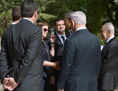 """משוחח עם דליה רבין בהר הרצל (צילום: מארק ניימן, לע""""מ) (צילום: מארק ניימן, לע"""