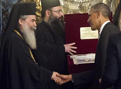 אובמה בכנסיית המולד בבית לחם (צילום: AFP) (צילום: AFP)