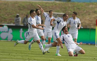 הנבחרת חוגגת מול פורטוגל. בן חיים היה נותן הכל כדי להיות שם (צילום: ראובן שוורץ) (צילום: ראובן שוורץ)