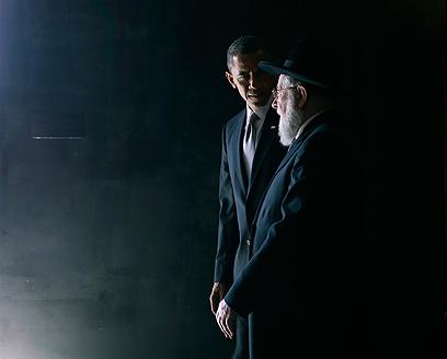אובמה וההרב לאו בהיכל השמות ביד ושם (צילום: רויטרס) (צילום: רויטרס)