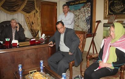 התיירת הנורבגית במשרדי כוחות הביטחון המצריים (סוכנות הידיעות המצרית ONA)