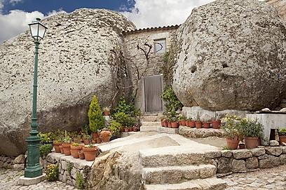 לחיות בתוך האבן (צילום: shutterstock)
