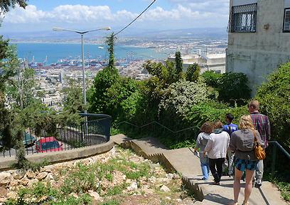 לא רק שביל תיירותי, אלא פלטפורמה לפעילויות. מפרץ חיפה מהשביל (צילום: גיא שחר)