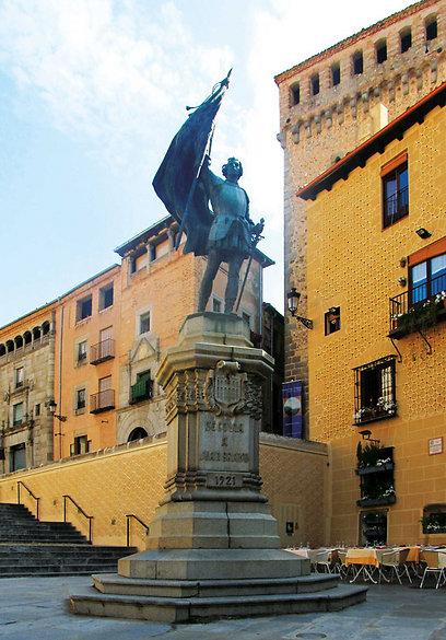 פסלו של חואן בראבו - הגיבור הלאומי של סגוביה (צילום: שלמה צדקיהו) (צילום: שלמה צדקיהו)