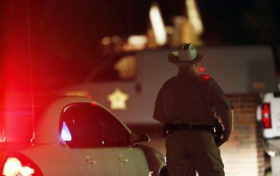 זירת הרצח של בני הזוג מקלילנד בשבת (צילום: AP) (צילום: AP)